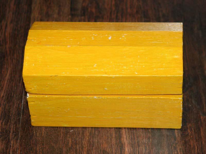 Rusztikus kincses fadoboz sárga